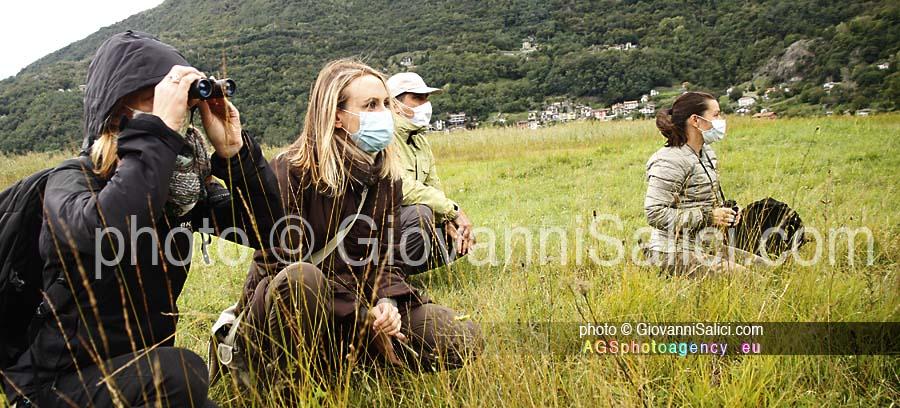 durante La Migrazione, partecipanti ad un'escursione osservano fauna selvatica, Riserva Naturale dei Pian di Spagna Lago di Mezzola, 26 settembre 2020 photo © Giovanni Salici